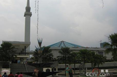 央视记者李琳:雨中探访吉隆坡传递线路