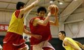 <a href=http://sports.cctv.com/20080428/105642.shtml target=_blank>[组图]中国男篮训练课公开 队员分为三组对抗</a>