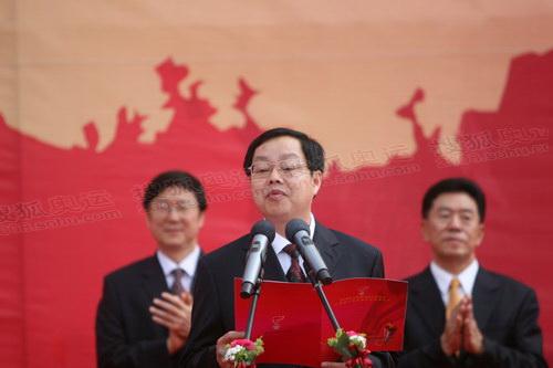 图文-圣火南宁传递 起跑仪式现场领导致辞