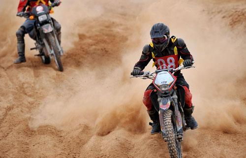 中国银川国际汽车摩托车场地越野赛开赛[图]_