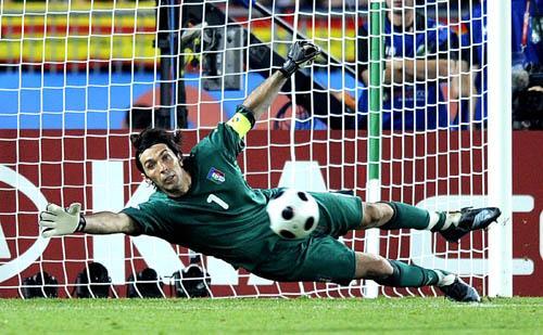 2008欧洲杯1 4决赛_2008欧洲杯1/4决赛精彩花絮之意大利门神布冯_cctv.com提供