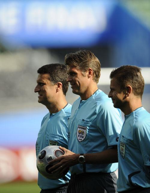 2008年欧洲足球锦标赛决赛裁判在维也纳亮相