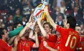 [组图]2008欧洲杯冠军西班牙捧杯精彩瞬间