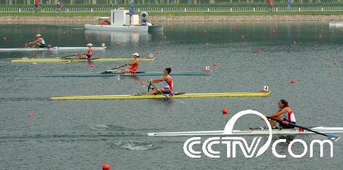 赛艇――女子单人双桨预赛赛况组图