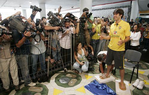 巴西队球员卡卡进入马拉卡纳足球场名人堂