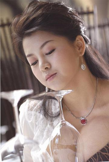 中央4台_俞晴婚纱照曝光 坦言嫁给雪村很幸福(图)_CCTV.com_中国中央电视台