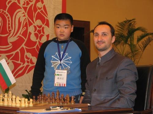 温柔应对大胆女棋迷 托帕洛夫 夺冠过程很困难