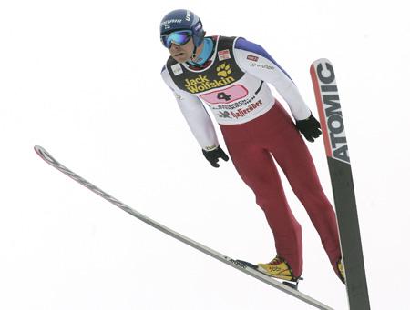 图文 跳台滑雪世界杯德国站 保持好空中姿态