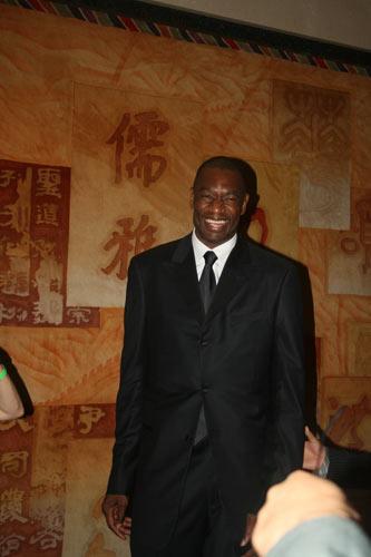 火箭队老板亚历山大在中国驻休斯敦总领馆举行了中国媒体招待会.
