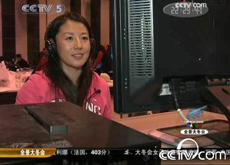 杨扬客串央视记者