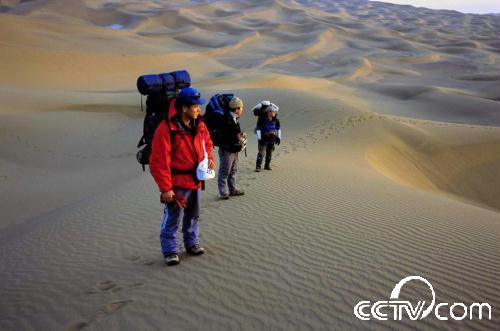 库姆塔格沙漠徒步穿越攻略