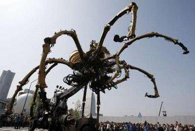 而这个大蜘蛛也成了横滨岛最吸引人眼球的东西