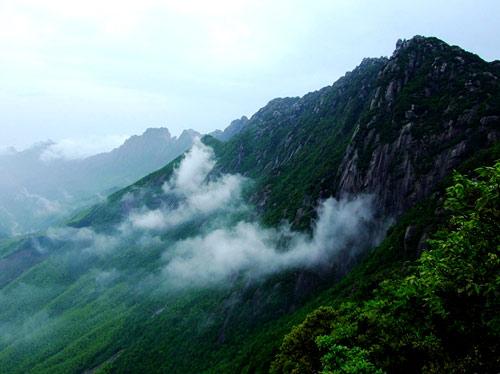 第一体育 户外 > 正文      北京灵山风景区坐落于门头沟区西北部山