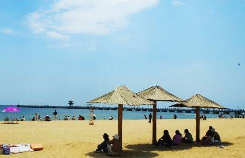 翡翠岛的海浴场远离城市和乡村