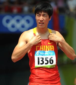 刘翔穿上钉鞋 以走代跑在跑道上寻找感觉