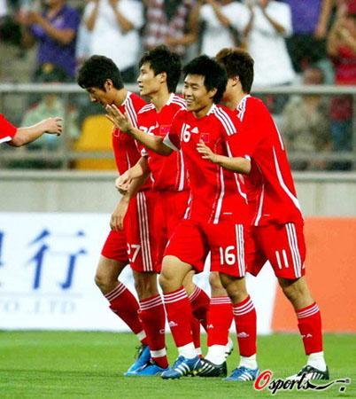 国足沙特队_[组图]国足热身赛:中国队vs沙特 精彩图集