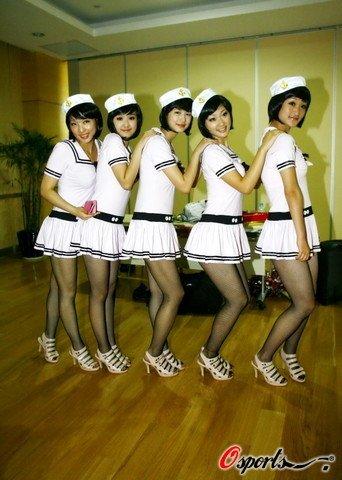 上海 护士/2009年6月11日,首届世界9球中国公开赛在上海进行了正赛首日...