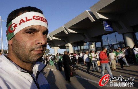 阿尔及利亚全体动员 3天30架飞机赴苏丹助威_