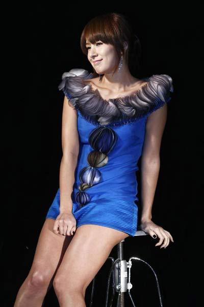 歌手蔡妍性感写真.