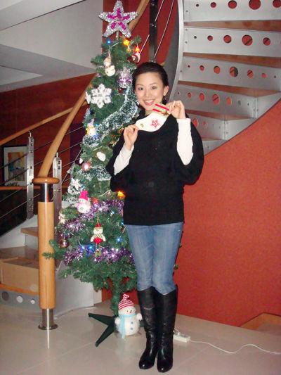 组图:潘晓婷俏皮圣诞私家照 白袜等待礼物多多