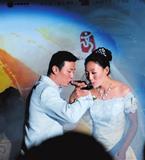 殷剑水上婚礼告别光棍行列 新郎迎亲彰显浪漫