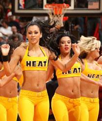 "&nbspNBA迈阿密热火队的篮球宝贝。<br>&nbspNBA连续三个赛季的啦啦队大赛总冠军,堪称江湖老大。<br>不仅表演出色,谈吐也超级不凡,在每年的拉票战中可见一斑。<br>热火队的主场成为各地球迷最喜欢去的地方,因为""场内场外风光都无限好""。"