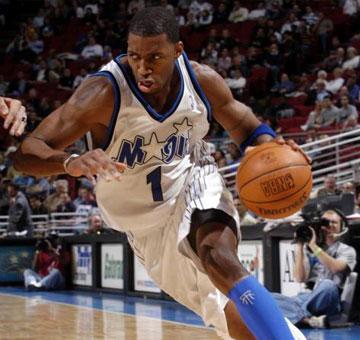 在猛龙队的历程,让麦迪体会到了NBA的激烈,但他需要更大的舞台。
